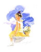黄色い服の子供と夏の空