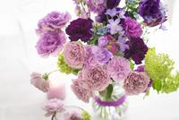 紫のバラの花束