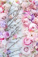 ネコヤナギとピンクの花のコラージュアレンジ