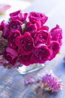 バラのアレンジメント 02684001474| 写真素材・ストックフォト・画像・イラスト素材|アマナイメージズ