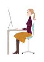 オフィスでパソコン仕事をする女性