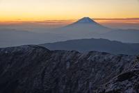 標高日本第二位の北岳より望む冠雪した富士山