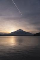 山中湖より望む夕方の富士山