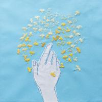 イチョウを数える手 02709000008| 写真素材・ストックフォト・画像・イラスト素材|アマナイメージズ