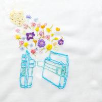 改札機から花があふれる
