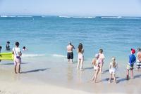 ビーチと群衆