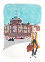 東京駅の前に立つ女性