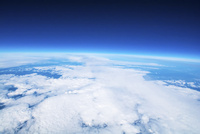 地球の輪郭と宇宙への入り口 成層圏からの高高度気球による写真 ふうせん宇宙撮影 02740000033| 写真素材・ストックフォト・画像・イラスト素材|アマナイメージズ