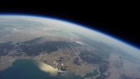 関西上空から見た宇宙 風船を使った撮影装置(スペースバルーン)で撮影した琵琶湖上空30km 成層圏からの景色 02740000055| 写真素材・ストックフォト・画像・イラスト素材|アマナイメージズ