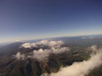 雲の上から撮影したニセコアンヌプリ