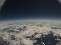 飛行機と同程度の高度からのバルーン空撮 下に輝くのは札幌湖