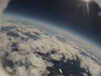 高高度からの撮影 黒に近付く空