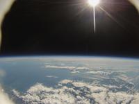 風船で撮影した地球と宇宙 札幌上空30km近辺 北海道西部と本州北部までが写る