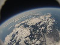 風船で撮影した地球と宇宙 札幌上空30km近辺 北海道西部と本州北部までが写る ふうせん宇宙撮影