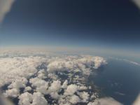 夏の空と成長する綿雲 高高度よりバルーンで撮影