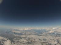 黒い空と白い雲 高高度からのバルーン撮影