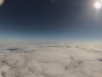 雲海の上に輝く太陽