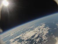 風船で撮影した地球と宇宙 札幌上空34kmより 北海道西部と本州北部までが写る