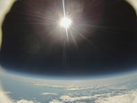 暗闇に浮かぶ太陽 宇宙撮影
