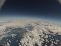 飛行機と同程度の高度からのバルーン空撮 空は黒く近付く