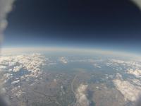 黒い夏の空 高高度から見る地球の輪郭