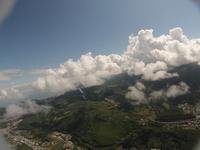 発達する積雲を同高度より横から空撮