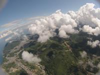 綿雲の上から見下ろす町並み