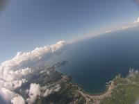 雲の合間から見下ろす海岸線