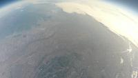 関東上空成層圏から見た西日 広がる雲と眼下の都市