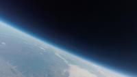 宇宙と地球の境界 地球大気の限界からみた日本 ふうせん宇宙撮影 02740000284| 写真素材・ストックフォト・画像・イラスト素材|アマナイメージズ