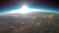 釧路上空30kmから撮影した初日の出 風船を使った撮影装置(スペースバルーン)から撮影した成層圏から撮影 02740000295| 写真素材・ストックフォト・画像・イラスト素材|アマナイメージズ