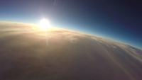 上空から見た日の出 風船を使った撮影装置(スペースバルーン)から撮影した成層圏からの日の出