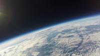 地球にかかる白い雲 遥か上空から撮影 ふうせん宇宙撮影