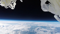 宇宙を舞うバルーンの破片 スパゲティ状の浮遊物 スペースバルーン 02740000319| 写真素材・ストックフォト・画像・イラスト素材|アマナイメージズ