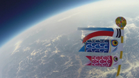 5月5日 端午の節句 山より高い鯉のぼり 風船で空を泳ぐ鯉のぼり 02740000323| 写真素材・ストックフォト・画像・イラスト素材|アマナイメージズ