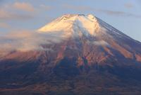 忍野村より秋の紅富士を望む