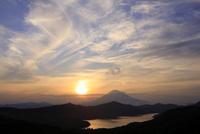 箱根大観山より夕日と富士山