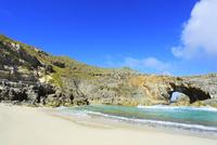 小笠原諸島南島・青空と扇池に寄せる波