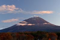 鳴沢村より望む秋の富士山