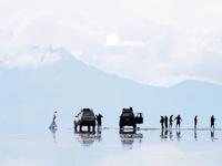 ボリビア 天空の塩湖 ウユ二の眺望 02763000250| 写真素材・ストックフォト・画像・イラスト素材|アマナイメージズ