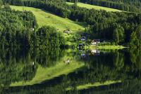 グルンドル湖 斜光に染まる郷 リフレクション