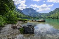 ラングバトッセン湖 静かな湖と聳える山