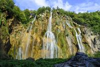 プリトヴィツェ湖群国立公園 大滝と虹