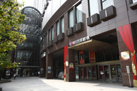 茶屋町の梅田芸術劇場