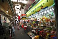 鶴橋商店街  02768000451| 写真素材・ストックフォト・画像・イラスト素材|アマナイメージズ