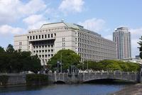 大阪市役所本庁舎と淀屋橋