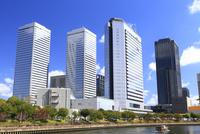 大阪ビジネスパーク(OBP)ビル群と大川