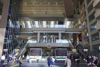 大阪ステーションシティ アトリウム広場 02768001113| 写真素材・ストックフォト・画像・イラスト素材|アマナイメージズ