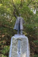 箕面公園の野口英世博士像