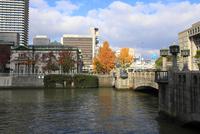 土佐堀川 日本銀行大阪支店と淀屋橋 02768001488| 写真素材・ストックフォト・画像・イラスト素材|アマナイメージズ